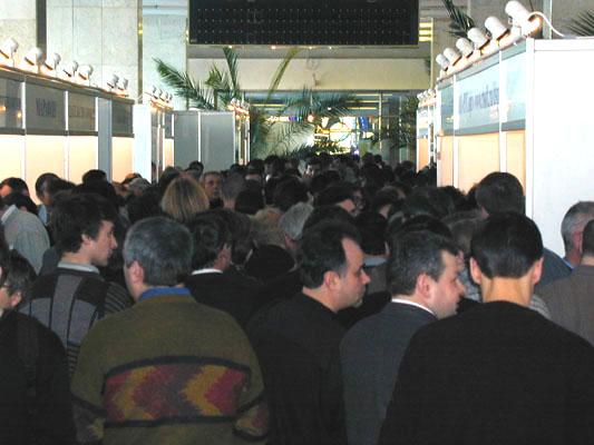 Посетители заполнили зал